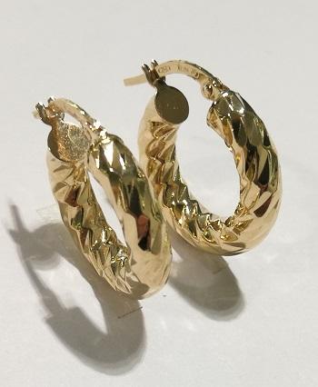 Orecchini anelle  in oro giallo  18 carati diamantati del diametro esterno di cm 1,85 e spessore mm 3,90