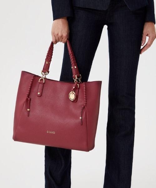 Shopping bag  color lampone con charm logo Liu Jo
