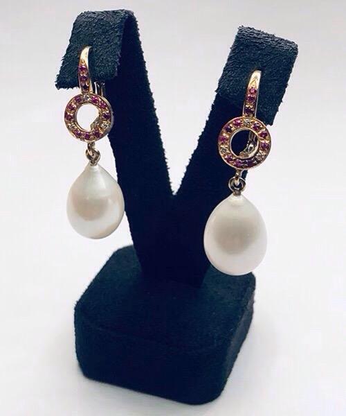 Orecchini in oro rosa 18 kt, diamanti, rubini e perle